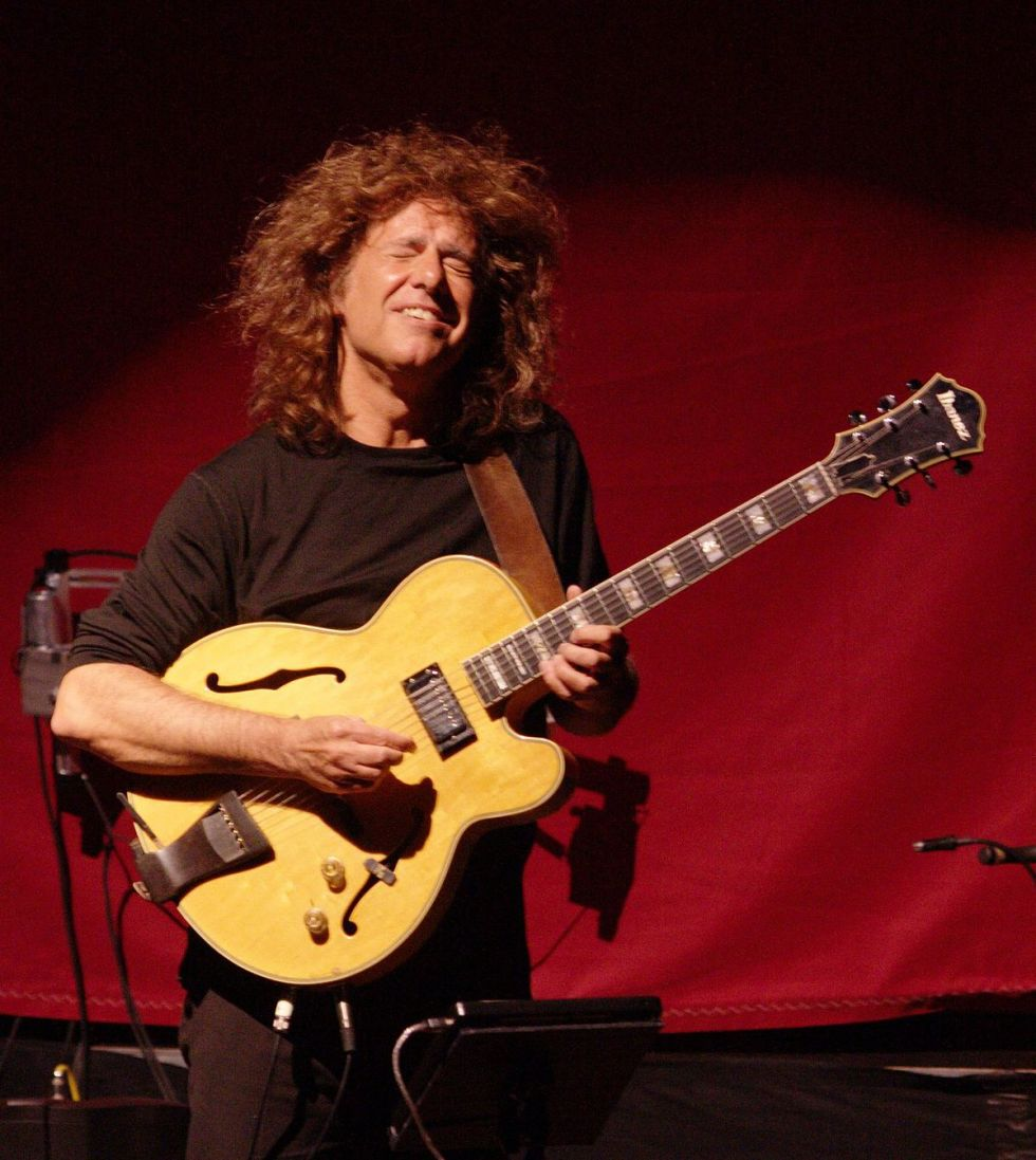 1200px-Pat_metheny_orch2